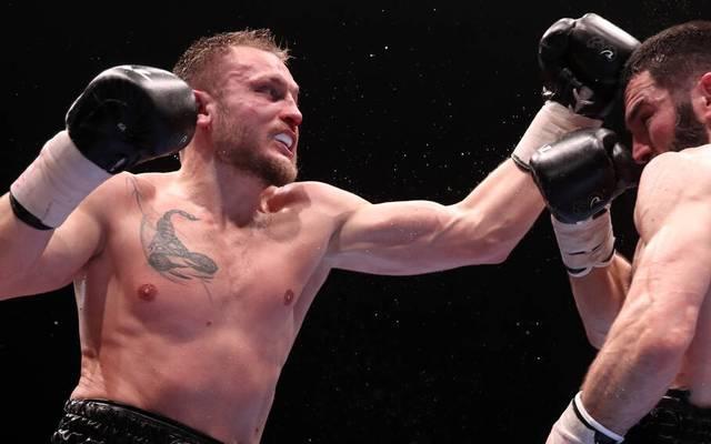 Adam Deines (li.) verlor seinen Titelkampf im Halbschwergewicht
