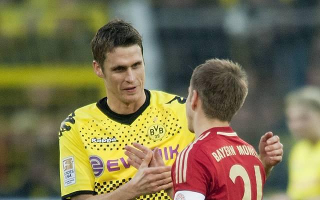 Sebastian Kehl (l.) gewann 2012 das Pokalfinale gegen Philipp Lahm und den FC Bayern