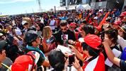 Lukas Podolski mischte sich beim Großen Preis von Japan direkt unter die Fans