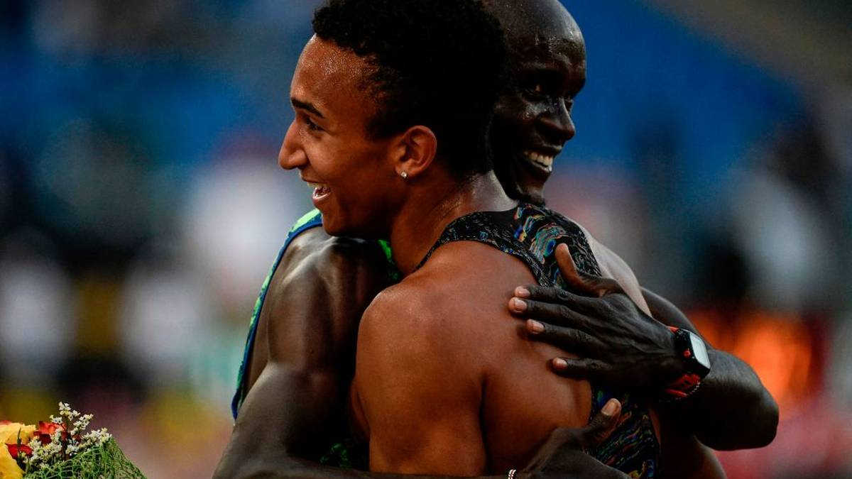 USA's Donovan Brazier (R) embraces Kenya's Ferguson Rotich after winning the Men's 800m during the IAAF Diamond League competition on June 6, 2019 at the Olympic stadium in Rome. (Photo by Filippo MONTEFORTE / AFP)        (Photo credit should read FILIPPO MONTEFORTE/AFP/Getty Images)