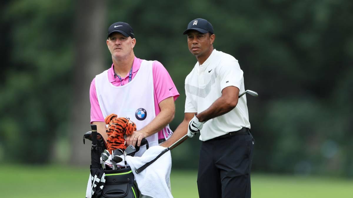 Joe LaCava (l.) ist der Caddie von Tiger Woods