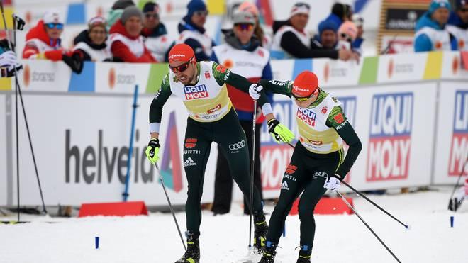 Johannes Rydzek (l.) und Eric Frenzel gewannen bei der WM in Seefeld Silber mit der Mannschaft
