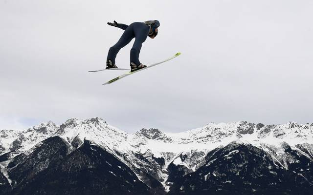 Karl Geiger strebt beim Springen in Innsbruck den Sieg an