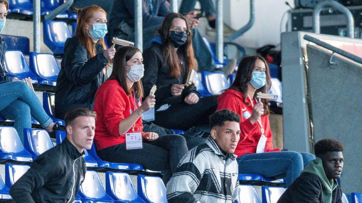 Plötzlich waren sie im Stadion: Fans und Spielerfrauen