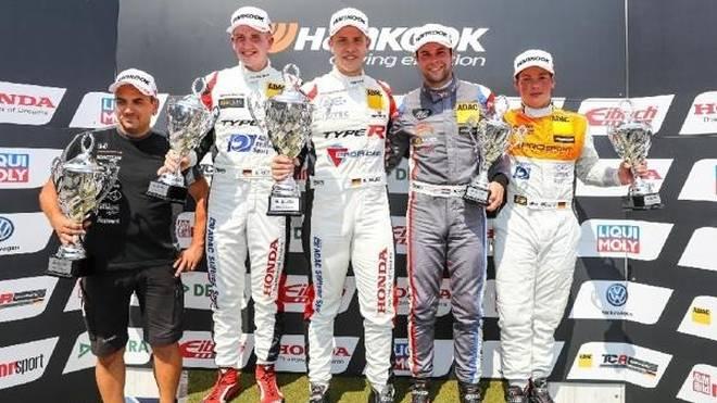 Mike Halder gewann Rennen 1 auf dem Nürburgring vor Fugel und Langeveld