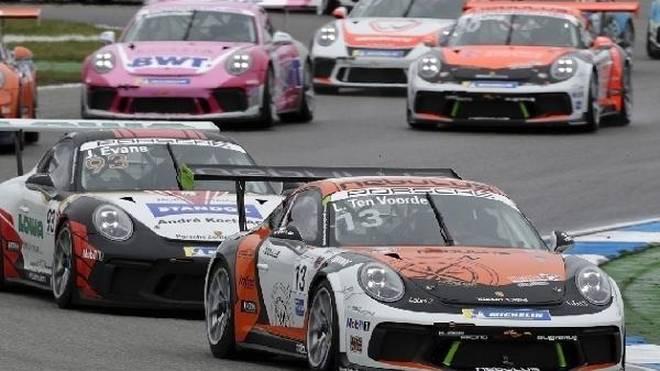 Larry ten Voorde ist der erste Sieger des Carrera-Cup 2019