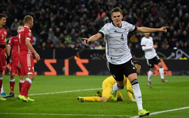 """Matthias Ginter jubelt über sein """"Tor des Jahres"""" gegen Weißrussland"""