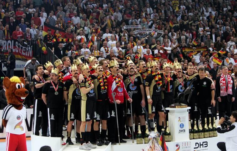 Nach dem Fußball-Sommermärchen von 2006 sorgten ein halbes Jahr später die deutschen Handballer für ein Wintermärchen. Im Finale von Köln krönte sich die DHB-Auswahl zum Weltmeister
