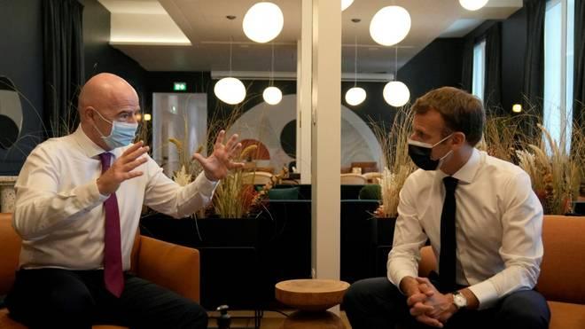 Macron und Infantino weihen FIFA-Niederlassung ein