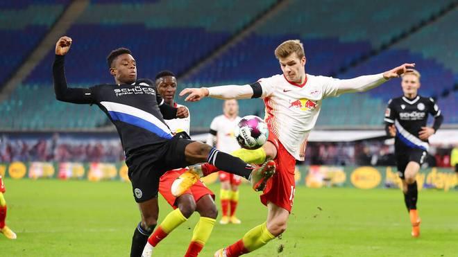 Alexander Sörloth (r.) bleibt weiter ohne Treffer für Leipzig