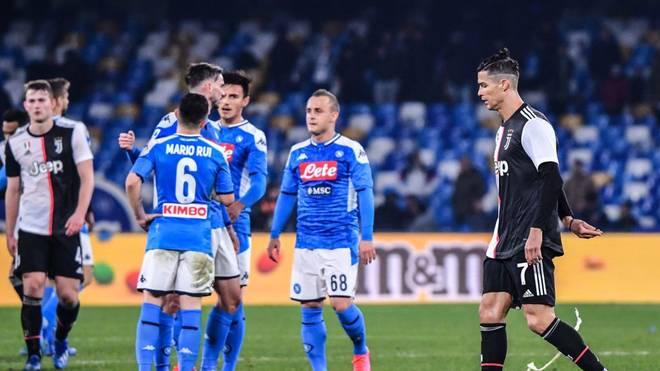 Cristiano Ronaldo (r.) musste mit Juventus Turin eine Niederlage hinnehmen