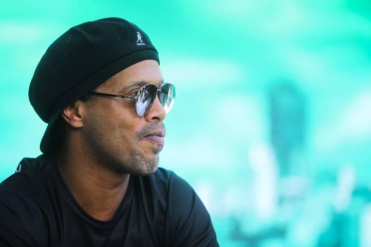 """Der zweimalige Weltfußballer Ronaldinho steht spanischen Medienberichten zufolge vor dem finanziellen Ruin. Laut dem brasilianischen Portal """"UOL"""" beträgt der Kontostand des einstigen Ballzauberers 5,80 Euro. Ihm soll der Reisepass entzogen worden sein, da eine Strafzahlung in Höhe von zwei Millionen Euro aussteht"""
