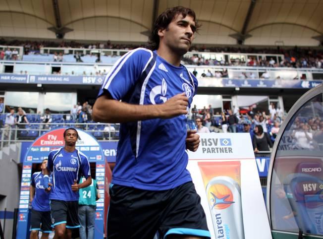 Heute vor neun Jahren, am 21. August 2010, feiert ein gewisser Raúl González Blanco sein Bundesliga-Debüt für den FC Schalke 04 gegen den Hamburger SV