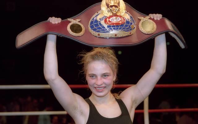 Regina Halmich stieg 1995 zur Weltmeisterin auf