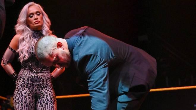 Karrion Kross (mit Freundin Scarlett) musste bei WWE NXT seinen Titel niederlegen