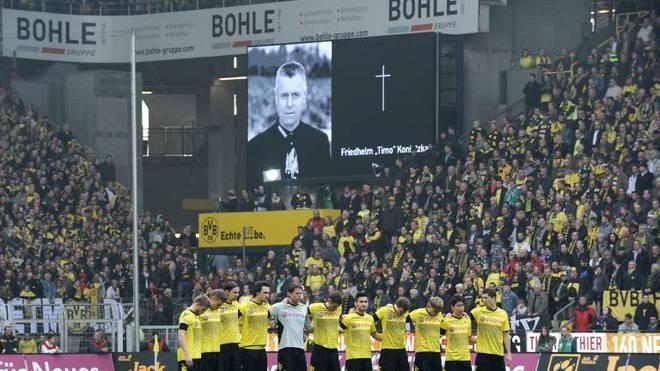 Borussia Dortmund gedachte im März 2012 des verstorbenen Timo Konietzka