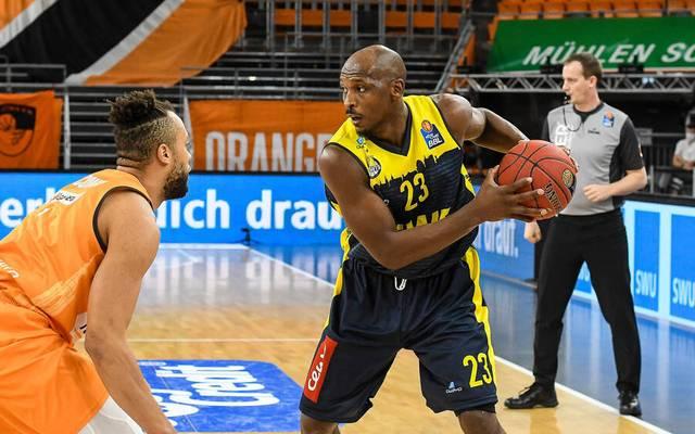 Rickey Paulding (r.) setzte sich mit den EWE Baskets Oldenburg in Ulm durch