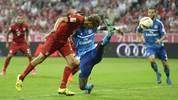 Thomas Müller köpft ein Tor für den FC Bayern gegen den Hamburger SV