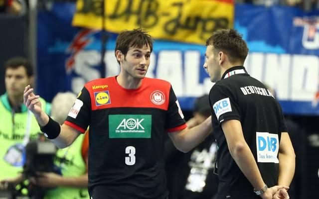 Christian Prokop (r.) bestätigt Uwe Gensheimer als Kapitän des DHB-Teams