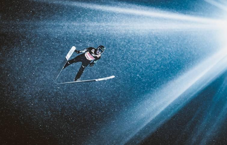 6. Januar - Ryoyu Kobayashi gewinnt die Vierschanzentournee, die auf der Paul-Außerleitner-Schanze in Bischofshofen endet. Auf allen vier Schanzen sprang der Japaner auf den ersten Platz