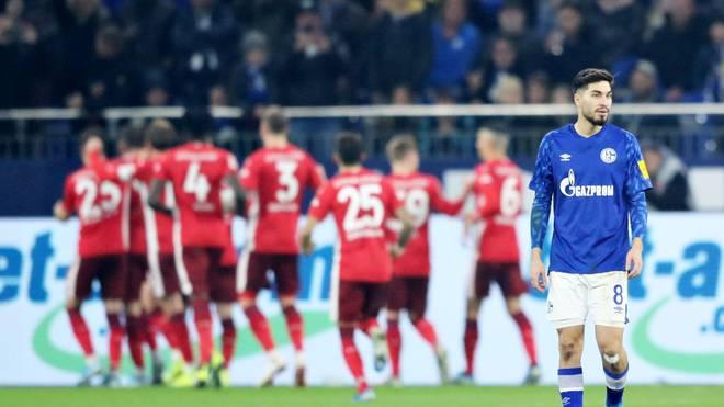 Ein Dreierpack von Düsseldorfs Rouwen Hennings kostete Suat Serdars (r.) Schalke den Sieg