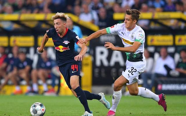 MOENCHENGLADBACH, GERMANY - AUGUST 30: Kevin Kampl of RB Leipzig competes for the ball with Florian Neuhaus of Borussia Monchengladbach during the Bundesliga match between Borussia Moenchengladbach and RB Leipzig at Borussia-Park on August 30, 2019 in Moenchengladbach, Germany. (Photo by Lukas Schulze/Bongarts/Getty Images)
