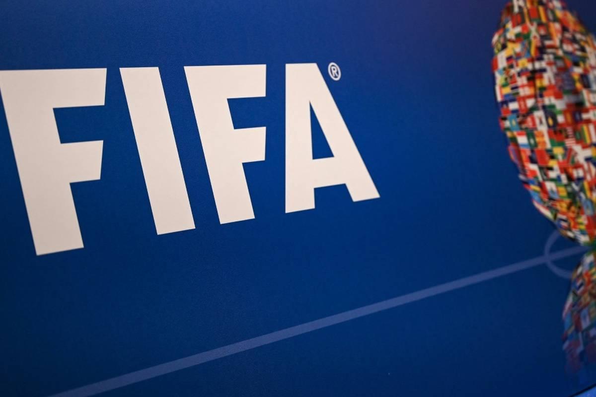 Im Streit um die angedachte Verkürzung des WM-Zyklus auf zwei Jahre ist der Fußball-Weltverband FIFA offenbar um Entspannung bemüht.