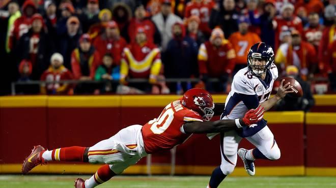 Broncos-Quarterback Trevor Siemian (r.) kassierte gegen die Chiefs drei Interceptions