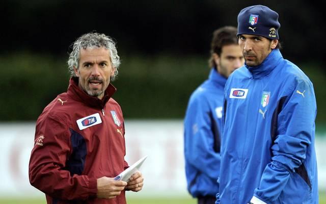 Von 2006 bis 2008 trainierte Roberto Donadoni (l.) Italiens Nationalteam um Gianluigi Buffon (r.)