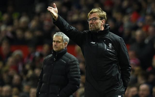 Jürgen Klopp (r.) erntete nach der Verpflichtung von Virgil van Dijk Kritik von den Fans von Manchester United