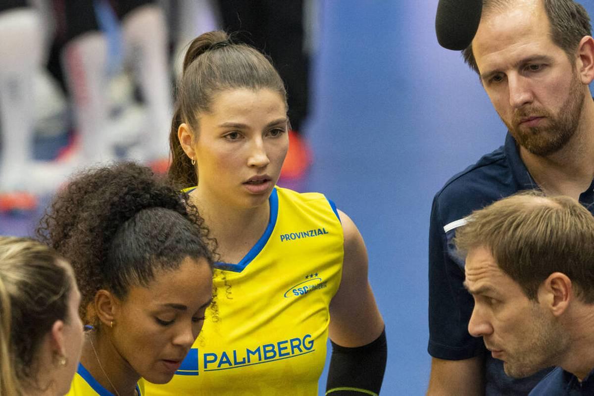 Der SSC Palmberg Schwerin verliert auch das dritte Saisonspiel in der Volleyball-Bundesliga. Gegen Dresden muss sich der Rekordmeister in drei knappen Sätzen geschlagen geben.