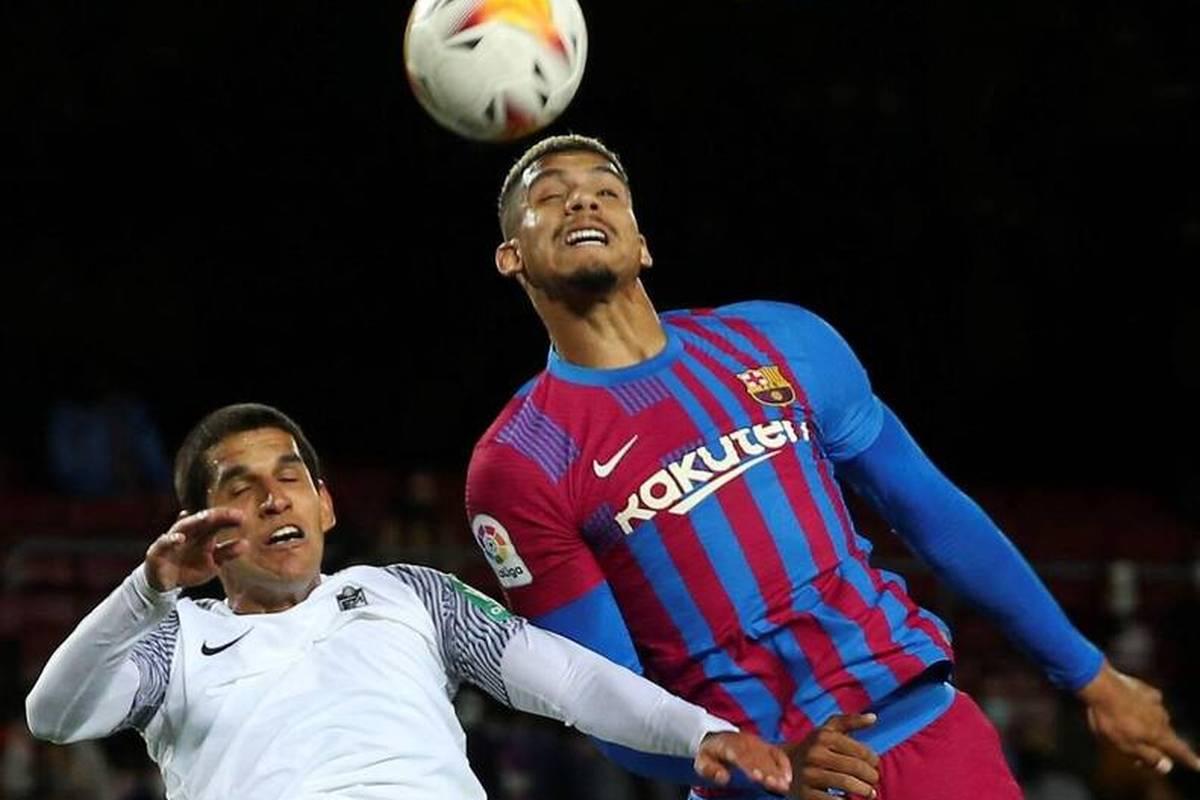 Der FC Barcelona entgeht gegen den FC Granada nur knapp der nächsten Blamage. Erst in der 90. Minute verhindert ein Verteidiger eine Niederlage.