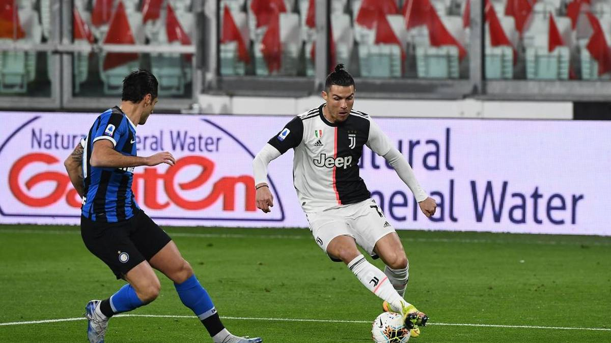 Inter Milan's Italian midfielder Nicolo Barella (L) vies with Juventus' Portuguese forward Cristiano Ronaldo during the Italian Serie A football match Juventus vs Inter Milan, at the Juventus stadium in Turin on March 8, 2020. - The match is played behind closed doors due to the novel coronavirus outbreak. (Photo by Vincenzo PINTO / AFP) (Photo by VINCENZO PINTO/AFP via Getty Images)
