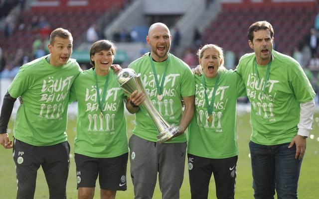 Stephan Lerch (M.) nach dem Gewinn des DFB-Pokals mit Wolfsburg im Mai