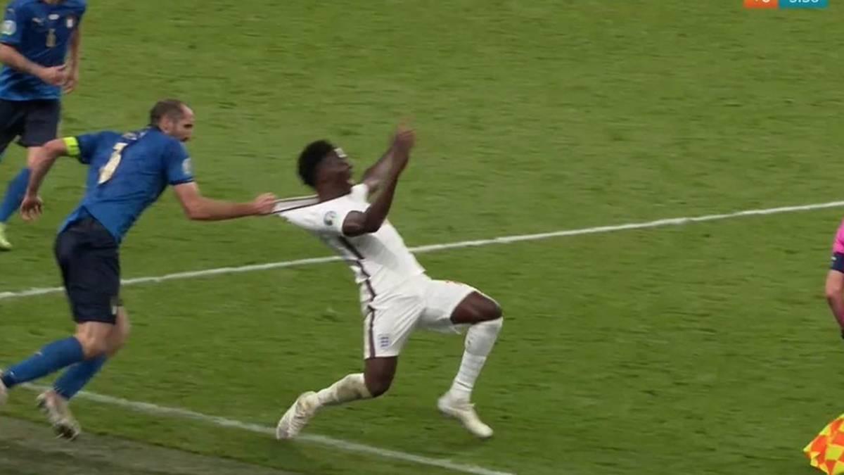 Giorgio Chiellini riss Bukayo Saka in der Nachspielzeit der zweiten Hälfte böse um