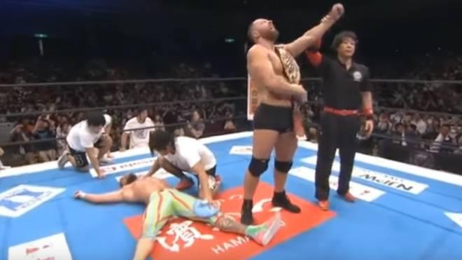 Jon Moxley (früher: Dean Ambrose) gewann bei NJPW sein erstes Match nach seinem WWE-Aus