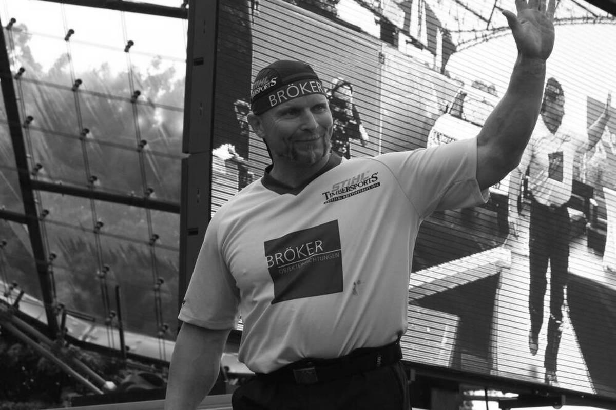 Dirk Braun feiert Erfolge im Bodybuilding, ehe er zum Timbersports wechselt - und zum Gesicht des Sports in Deutschland wird. Ein Unfall reißt ihn 2021 aus dem Leben.