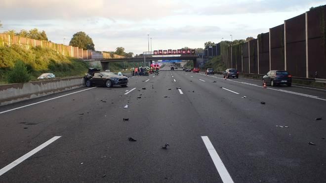 Dieses Foto von der Unfallstelle veröffentlichte die Kölner Polizei