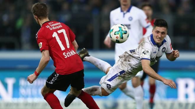 Der Karlsruher SC (r.: Marcel Mehlem) ist seit 17 Spielen ungeschlagen