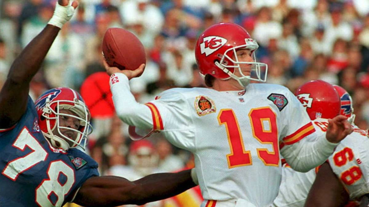 FILES, UNITED STATES:  This 30 October 94 file photo shows Kansas City Chiefs quarterback Joe Montana (19) preparing to pass against the rush of Buffalo Bills Bruce Smith (78) in Buffalo, NY. Montana is widely expected to announce his retirement from professional football 18 April in San Francisco. Montana led the San Francisco 49ers to four Super Bowl victories in the 1980s.   AFP  PHOTO (Photo credit should read JEFF HAYNES/AFP via Getty Images)