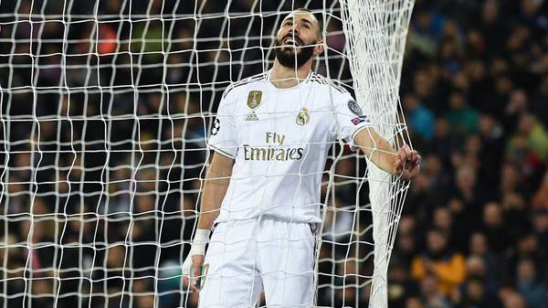 MADRID, SPAIN - NOVEMBER 26: Karim Benzema of Real Madrid CF reacts after missing a chance to score during the UEFA Champions League group A match between Real Madrid and Paris Saint-Germain at Bernabeu on November 26, 2019 in Madrid, Spain. (Photo by David Ramos/Getty Images)