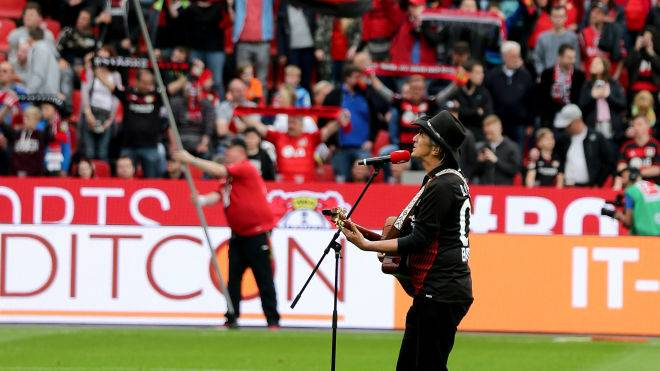 "LEVERKUSEN, GERMANY - APRIL 28: Dirk Glaessner of Mavericks sings the hymn ""Leverkusen"" of theBayer Leverkusen prior to the Bundesliga match between Bayer 04 Leverkusen and VfB Stuttgart at BayArena on April 28, 2018 in Leverkusen, Germany. The match between Leverkusen and Stuttgart ended 0-1. (Photo by Christof Koepsel/Bongarts/Getty Images)"