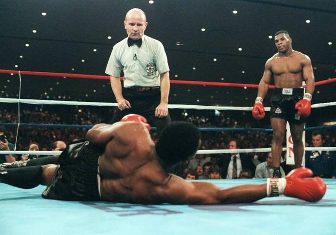 """Heute vor 33 Jahren, am 22. November 1986, schreibt Box-Legende Mike Tyson Geschichte. Mit 20 Jahren und 144 Tagen schlägt """"Iron Mike"""" seinen Gegner Trevor Berbick K.o. und krönt sich zum jüngsten Schwergewichtsweltmeister aller Zeiten"""
