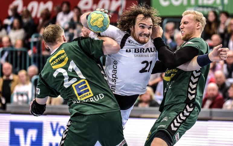 Die Handball-Bundesliga geht mit den Duellen zwischen Ludwigshafen und Göppingen sowie Stuttgart und Melsungen wieder los! Die Melsunger um Timm Schneider (M.) wollen ihrem Status als Geheimfavorit gerecht werden. SPORT1 macht den Favoritencheck