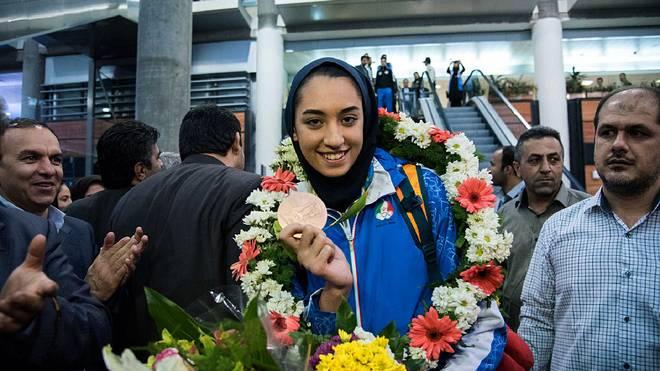 Kimia Alizadeh mit der Bronzemedaille, die sie in Rio gewann