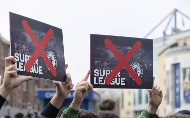 Fans von den entsprechenden Vereinen demonstrierten gegen eine Teilnahme an der Super League