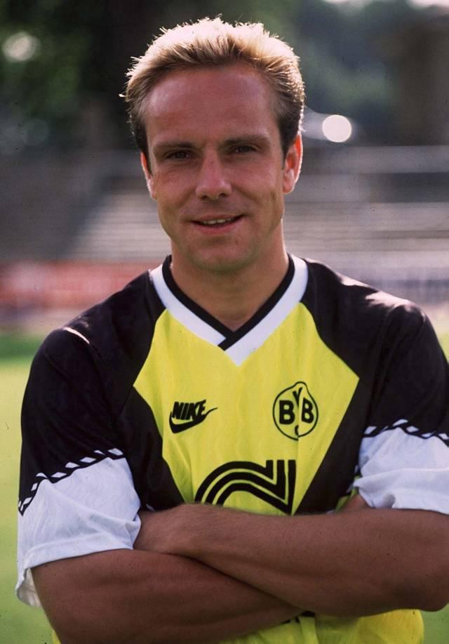 FUSSBALL: Michael RUMMENIGGE Michael Rummenigge eröffnete 1988 den fröhlichen Wechselreigen zwischen München und Dortmund
