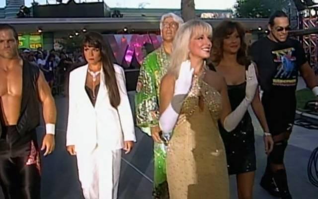 Teil der Four Horsemen bei WCW 1996: Chris Benoit, Woman, Ric Flair, Debra, Miss Elizabeth, Steve McMichael (v.l.)
