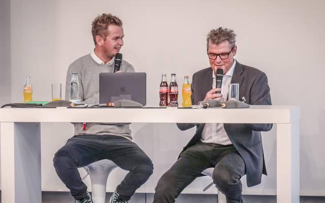 Tobias Holtkmap (l.) und Norbert Dickel podcasten live auf der SPOBIS