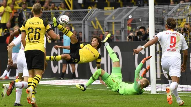 Axel Witsel besorgt mit einem spektakulären Seitfallzieher den dritten BVB-Treffer